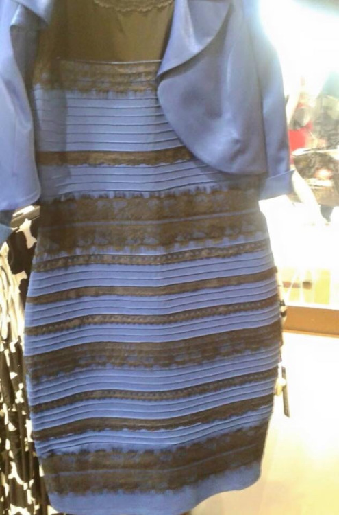 dress-with-the-confusing-colors